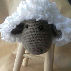 Ovejaburete!!😄 #forkids  Taburete forrado con oveja, #handmade y desmontable para poder lavarla. Costuras reforzadas aptas para #baby… Crochet Hats, Instagram, Pink, Handmade Crafts, Sheep, Dressmaking, Knitting Hats
