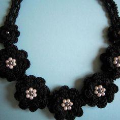 花モチーフネックレス(ブラック)