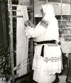 Peg Loom, Anthropology, Needle And Thread, Power Tools, Fiber Art, Spin, Knits, Greece, Weaving