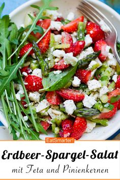 Erdbeer-Spargel-Salat mit Feta und Pinienkernen – smarter – Kalorien: 281 kcal -… Strawberry and asparagus salad with feta and pine nuts – smarter – calories: 281 kcal – time: 30 min. Grilling Recipes, Raw Food Recipes, Chicken Recipes, Dinner Recipes, Healthy Recipes, Cooking Recipes, Summer Salad Recipes, Summer Salads, Queijo Cottage