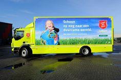 Dieser LKW der Heilsarmee in den Niederlanden ist ein Hybridfahrzeug und kutschiert regelmäßig Kleiderspneden umher.