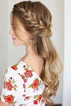 If you are tired of wearing your hair, all the same, we are happy to share with you this fair share of trendy and fabulous braided hairstyles so that you look irresistible everywhere you go! Hairstyles 33 Braid Styles To Try Out To Charm Them All Pretty Braided Hairstyles, Side Braid Hairstyles, Winter Hairstyles, Trending Hairstyles, Casual Hairstyles, Curly Hair Braids, Curly Hair Styles, Kid Braids, Tight Braids
