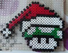 Les champignons du jeu Mario se mettent aussi à l'heure de Noël. Pour réaliser ces modèles, il vous faut 1 grande plaque carrée pour chacun. Les modéles de perle à repasser pour Noël c'est ici : Modèles Noël Et pour suivre l'actu du blog sur ma page Facebook...