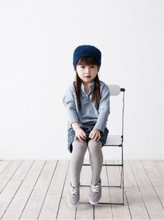 Love that she just sits there :o) Kid Photographer Crush: Camille Nuttall Fashion Kids, Little Girl Fashion, Toddler Fashion, Photography Kids, Photo Bb, Little Fashionista, Little Doll, Stylish Kids, Kid Styles