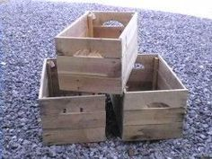 How To Make Apple Crates From Reclaimed Pallet Wood DIY project for Darren and Joe? Much cheaper than and could use wood stain to make them look all rusticy Wooden Pallet Furniture, Reclaimed Wood Projects, Diy Pallet Projects, Wooden Pallets, Woodworking Projects, Pallet Wood, Pallet Ideas, Crate Ideas, 1001 Pallets