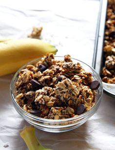healthy roasted banana coconut granola by leelalicious Sweets Recipes, Brunch Recipes, Real Food Recipes, Vegan Recipes, Snack Recipes, Vegan Snacks, Healthy Treats, Vegan Food, Healthy Food