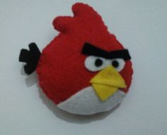 Make a bird plushie by sewing with felt. Inspired by angry birds and angry birds. Creation posted by Souvenir Murah. Felt Birds, Angry Birds, Felt Ornaments, Christmas Ornaments, Felt Decorations, Felt Dolls, Crochet Crafts, Plushies, Dinosaur Stuffed Animal