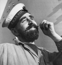 March 1941 Able and self content Seaman Cooper of HMAS Perth, showing off his beard. Vintage Sailor, Vintage Men, Funny Vintage Photos, Merchant Navy, Naval History, Old Port, Movember, Great Life, Royal Navy
