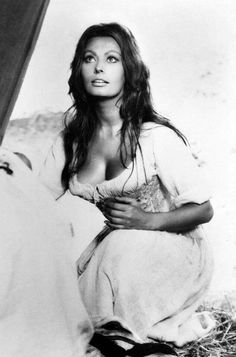 Sophia Loren pictures and photos Classic Actresses, Female Actresses, Golden Age Of Hollywood, Vintage Hollywood, Carlo Ponti, Sophia Loren Images, She's A Lady, Actrices Hollywood, Italian Actress