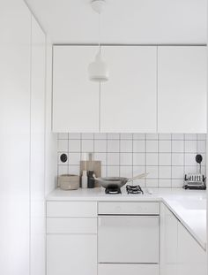 minimal black and white scandi kicthen - tip add a wooden choping board for a bit of colour - time of the aquarius