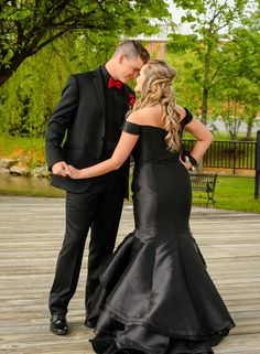 Prom Pictures Couples, Homecoming Pictures, Prom Couples, Girl Senior Pictures, Couple Pictures, Prom Picture Poses, Prom Poses, Dance Poses, Dress Picture