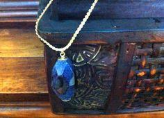 https://www.facebook.com/facebijubel correte  estilo cartier, banhada a ouro 18k fina, com pingente em pedra natural azul.