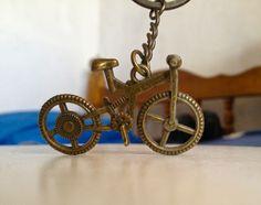 Este #llavero de #bicicleta me lo regaló una amiga de un viaje que hizo a #Querétaro. :D
