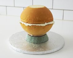 Impress your guests with this tea pot cake made from a ball shaped baking pan. Step-by-step instructions make this sculpted teapot cake easy to execute and a perfect dessert for your next tea party. Lemond Curd, Teapot Cake, Un Cake, Salty Cake, Tea Party Birthday, Cake Decorating Tutorials, Cake Tutorial, Savoury Cake, Mini Cakes