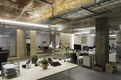 Unas oficinas de los más geek en Pontevedra http://diariodesign.com/2016/03/los-viejos-billares-pontevedra-se-transforman-oficinas-geek/ nan.arquitectos iconweb