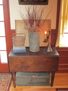 primitive entry table - have the table, would be easy to recreate Primitive Tables, Primitive Living Room, Primitive Homes, Primitive Furniture, Primitive Antiques, Country Furniture, Primitive Decor, Country Primitive, Prim Decor