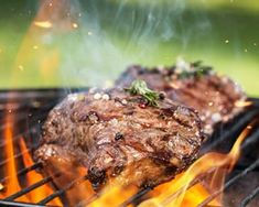 Whether you're cooking a gourmet burger or a bacon-wrapped filet mignon, it's vital to ensure that you are cooking your beef properly. Carne Molida Recipe, Grilling Recipes, Fish Recipes, Bacon Wrapped Filet, Grilling The Perfect Steak, Beef, Restaurant Recipes, Black Beans