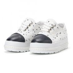 Γυναικεία λευκά sneakers με πλατφόρμα και πέρλες it160318-50  95c1ea3f479