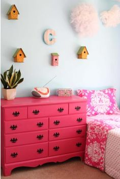 girlie room with fresh plants and, even better - bird houses!