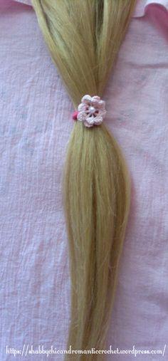 https://shabbychicandromanticcrochet.wordpress.com/2015/06/11/elastic-hair-band-with-crochet-irish-rosette-in-pink/