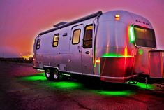 Full-time living off the grid in a renovated Airstream. Photos by Y Studio Photography Vintage Campers Trailers, Vintage Airstream, Airstream Trailers, Travel Trailers, Vintage Caravans, Camping Glamping, Camping Life, Family Camping, Mobile Living