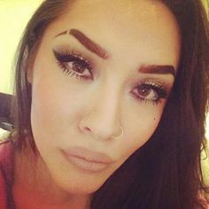 People Are Shaving Slits Into Their Eyebrows Again And It Looks Incredible What Is Eyebrow Threading, Threading Salon, Threading Eyebrows, Eyebrow Cut, Eyebrow Slits, Eyebrow Makeup, Makeup Geek, Shave Eyebrows, How To Grow Eyebrows