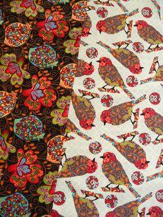 Beide Stoffe sind zu finden bei www.phantasiali.de Auch farblich passen die ganz genau zusammen. Die Vögel sind ca. 11 cm lang und ca. 5,5 cm groß.  Ein amerikanischer Designer Stoff mit Blüten.  Die Blüten sind ca. 7 cm lang und ca. 7 cm groß.  Aus dem amerikanischen Designer Stoff können nicht nur Patchwork Sachen hergestellt werden sondern auch Kinderkleider, Taschen, Kinder Tücher, Kinder Hosen, Krabbel Decken,  Blusen, Kissen, Hemden und vieles mehr.