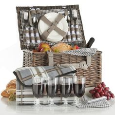 VonShef Deluxe 4 Person Traditional Wicker Picnic Basket Hamper with Cutlery, Plates, Glasses, Tableware & Fleece Blanket - Grey Gingham Picnic Backpack, Plastic Wine Glasses, Wicker Picnic Basket, Patio Furniture Covers, Blankets For Sale, Thing 1, Al Fresco Dining, Affordable Furniture, Picnic Blanket