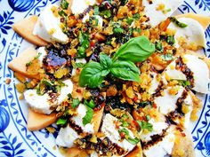 Melonensalat mit Büffelmozzarella und Knusper-Topping