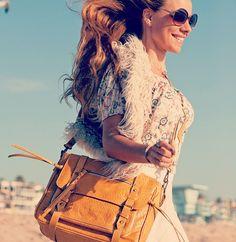 #beachstyle #monimoni #moniqueleatherbag #italianleatherbag #messenger #beachbabe