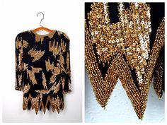 Ehi, ho trovato questa fantastica inserzione di Etsy su https://www.etsy.com/it/listing/248309043/vtg-gold-beaded-sequined-blouse-heavily