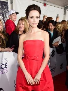 Abigail Spencer Photos Photos - Actress Abigail Spencer attends the People's Choice Awards 2016 at Microsoft Theater on January 6, 2016 in Los Angeles, California. - People's Choice Awards 2016 - Red Carpet