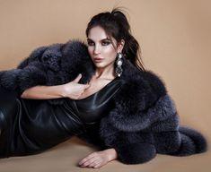 Fur Fashion, Womens Fashion, Fox Fur Coat, Fur Coats, Bebe Rexha, Style Guides, Black Hair, Beautiful Women, Classy