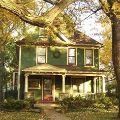I love old houses.love OUR old house. I Love House, Grandma's House, Old Farm Houses, Old Barns, Cottage Style, Maine Cottage, Cottage Living, Country Living, Farmhouse Style