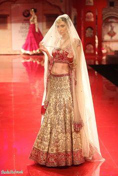 Z Fashion Trend: IVORY RED BRIDAL WEAR LEHENGA CHOLI BY SUNEET VARM...