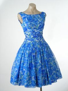 Love the colors in this dress.