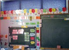 """Στην Α' τάξη η ενσυναίσθητη διαδικασία επεξεργασίας των γραμμάτων πραγματοποιείται στις ενότητες """"Η παρέα"""", """"Μια παράσταση στην ..."""