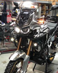 Honda Africa Twin, Biker Gear, Moto Bike, Adventure Tours, Motorcycle Accessories, Sport Bikes, Bull Terrier, Cars And Motorcycles, Offroad