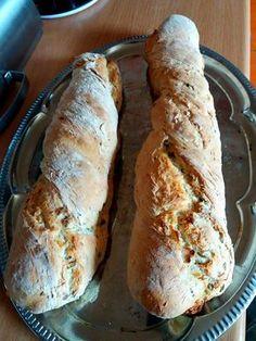 Így készül otthon az igazi kenyér. Hozzávalók 50 dkg liszt (finom), 1 kocka élesztő, 3,8 dl langyos víz, 1 ek só, 3 gerezd fokhagyma, 1[...]