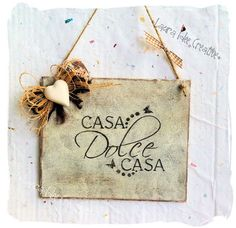 Targhetta shabby in legno : Casa dolce casa Country Paintings, Wooden Projects, Country Chic, String Art, Wood Art, Decoupage, Hand Lettering, Sweet Home, Shabby Chic