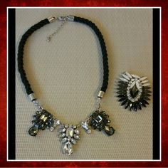 NEW 2 in 1 INTERCHANGEABLE STATEMENT NECKLACE Gorgeous interchangeable statement necklace.   Two jewel pendants to change the look with a black cord collar chain. Jewelry Necklaces
