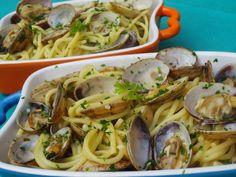 Espaguetis con almejas,pasta,cocina tradicional.