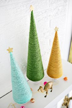 Yarn Christmas Tree DIY (click through for tutorial)
