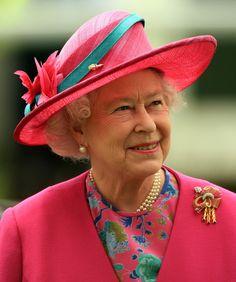 Queen Elizabeth II Photos Photos: Epsom Derby Queen Elizabeth II arrives to watch The Vodaphone Derby Race run at Epsom Racecourse on June in Epsom, England. God Save The Queen, Hm The Queen, Royal Queen, Her Majesty The Queen, Epsom Derby, Die Queen, Queen Hat, Estilo Real, Foto Real