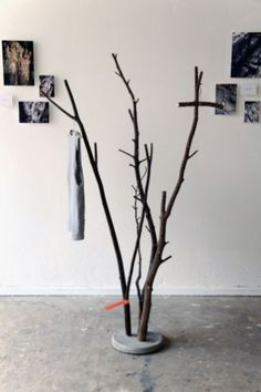 DIY Concrete Branch Coat Rack – A bucket of wet concrete, a couple of branches and let it dry. DIY Concrete Branch Coat Rack – A bucket of wet concrete, a couple of branches and let it dry.