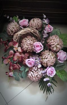 Kompozycja nagrobna 2017 wyk. Sylwia Wołoszynek Fall Flowers, Fresh Flowers, Funeral Flowers, Twine, Floral Arrangements, Floral Wreath, Bouquet, Wreaths, Floral Motif
