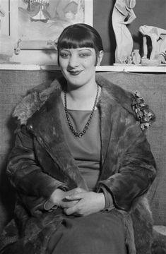 André Kertész - Kiki de Montparnasse - 1927