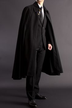 Billedresultat for mens cape coat Mens Cape, Character Outfits, Looks Cool, Costume Design, Dapper, Cool Outfits, Normcore, Menswear, Style Inspiration