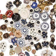 Line VAUTRIN (1913-1997) & divers Important lot de 207 boutons en céramique émaillée polychrome et dorée, certains en métal doré et un en résine. Plus de trente boutons monogrammés LV. Diamètres dive… - Ader - 28/04/2017