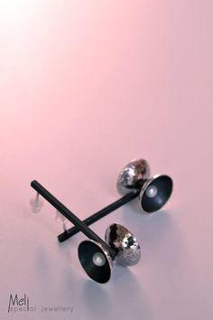 Hammered Silver Diabolo Earrings, Jugglers Pearl Earrings, Contemporary Disc Earrings, Sterling Silver Gold Black Dangle Drop Stud Earrings by MeliSpecialJewellery on Etsy Etsy Earrings, Earrings Handmade, Pearl Earrings, Hammered Silver, Sterling Silver, Poppy Brooches, Pretty Box, Hanging Earrings, Contemporary Jewellery